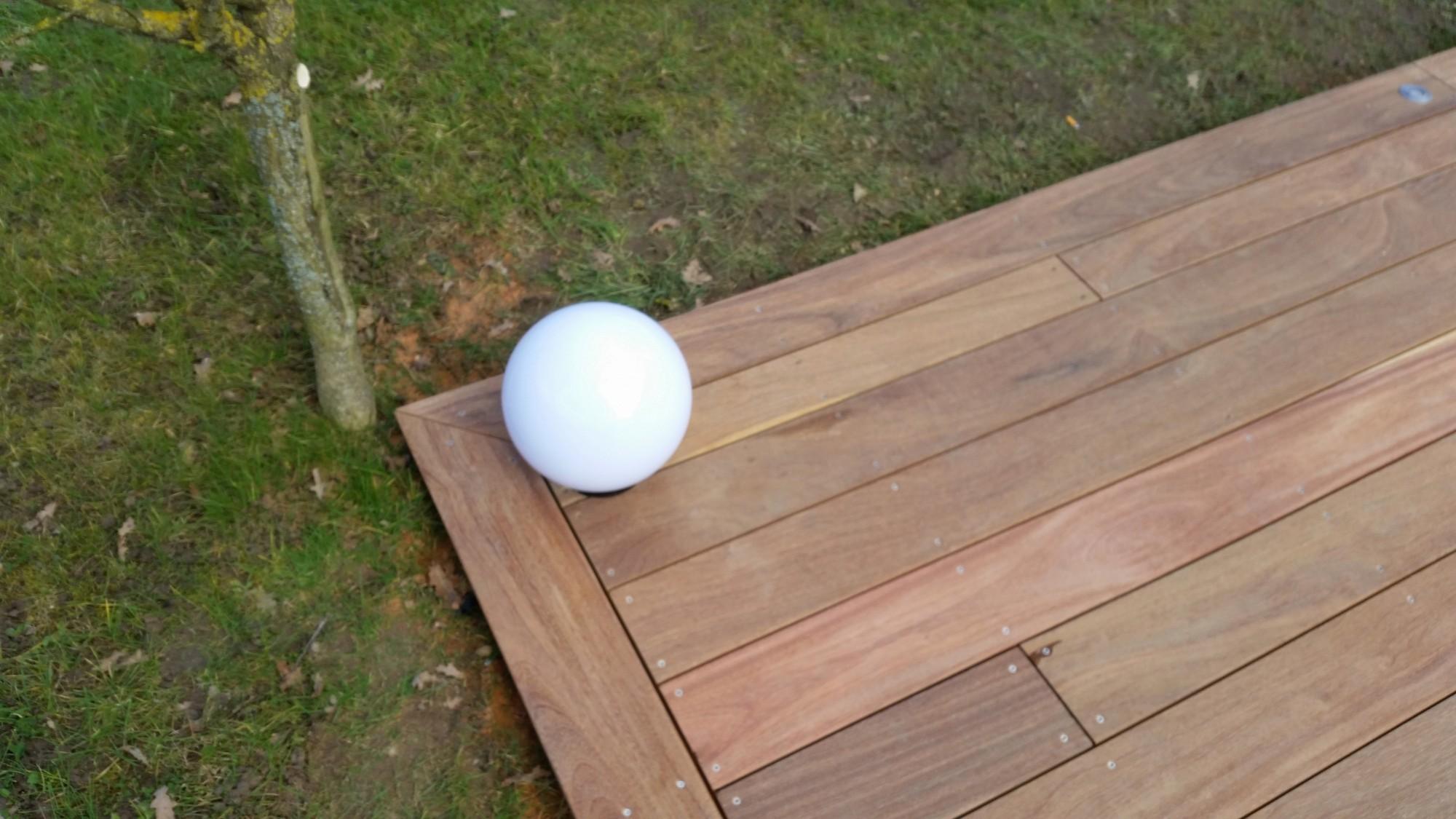 Terrasse bois avec clairage int gr loire eco bois for Luminaire terrasse bois