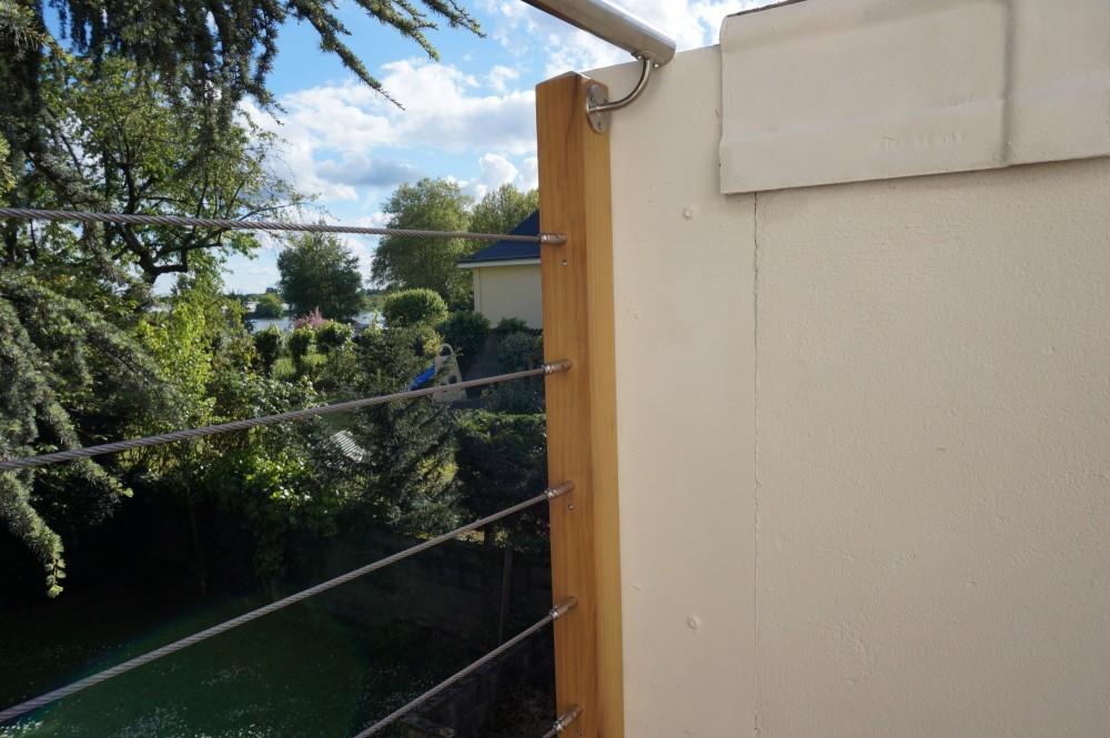 Une terrasse en bois au premier tage d 39 une maison loire for Realisation plancher bois etage