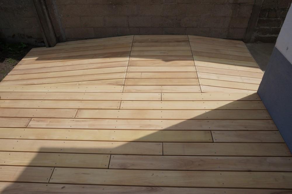 terrasse en bois de robinier diverses id es de conception de patio en bois pour. Black Bedroom Furniture Sets. Home Design Ideas