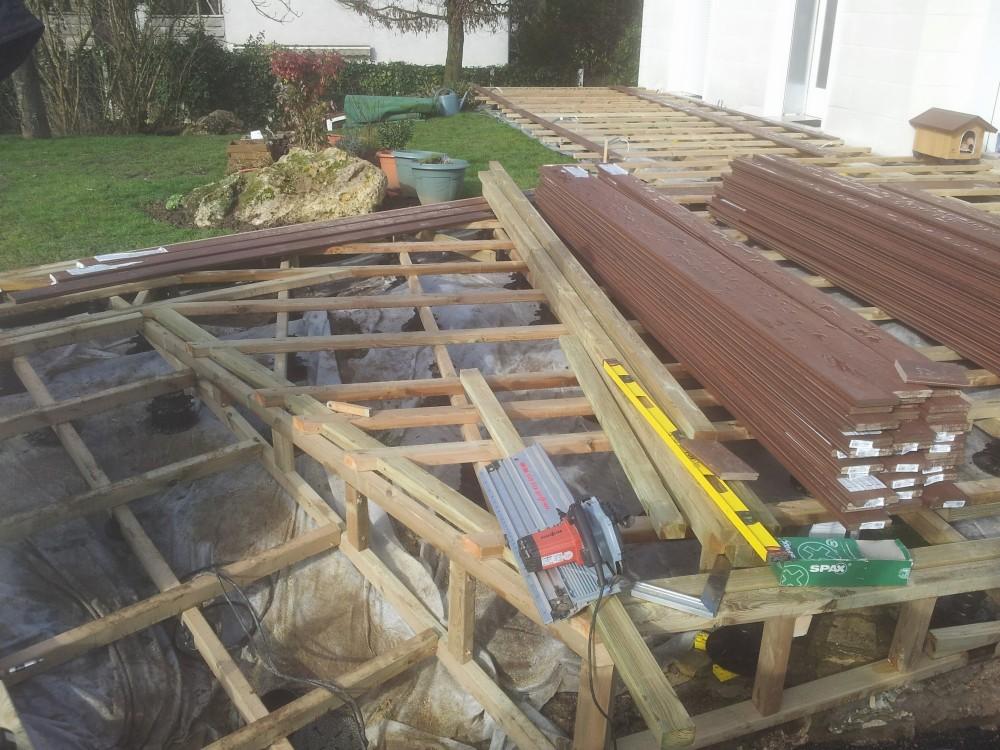 Terrasse en bois composite dans l 39 essonne loire eco bois for Construction terrasse