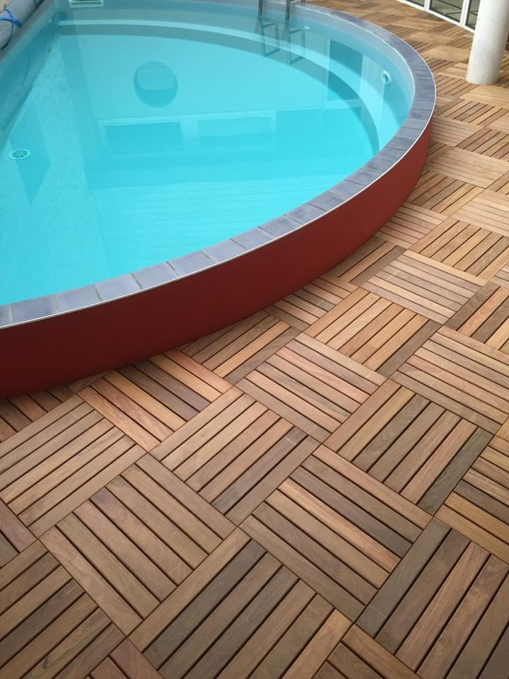 Optez pour les caillebotis en bois autour de votre piscine for Caillebotis piscine a debordement